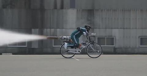 西日本新聞はウェブCM企画の第2弾「世界最速の新聞配達」を配信中!CMのオチが話題